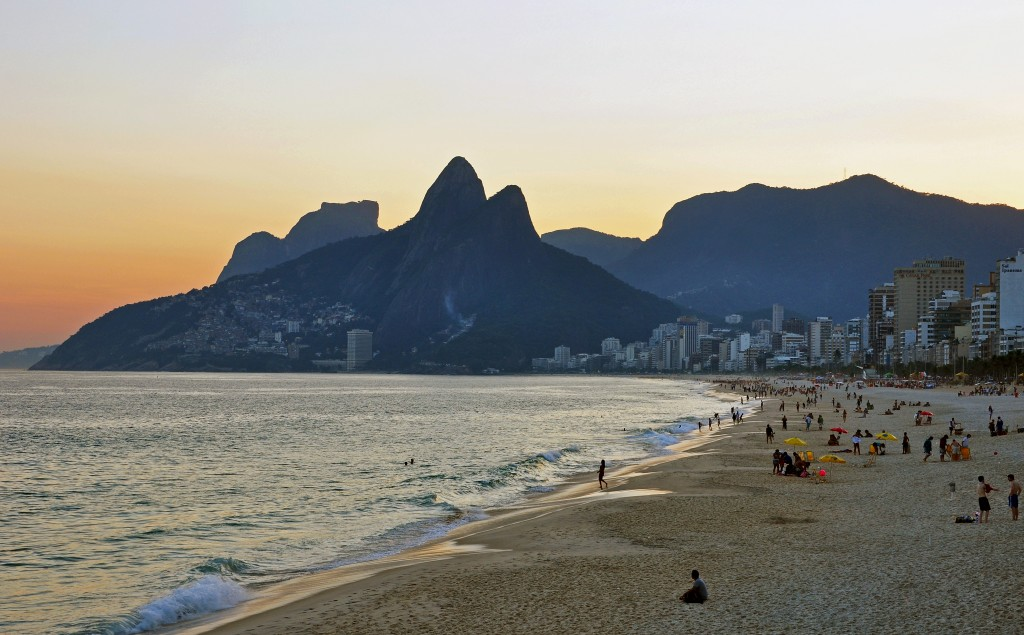 ipanema_beach_vidigal_sunset