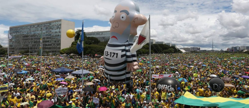 Lula jail balloon
